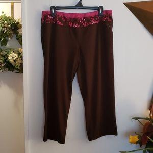 Danskin Now Brown Capri Pants Size Large